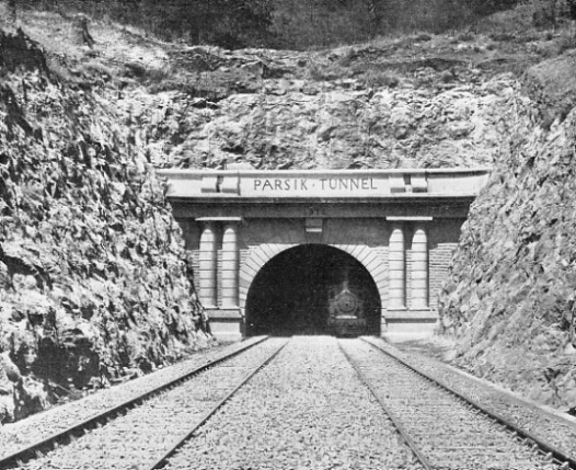 ENTRANCE TO THE PARSIK TUNNEL