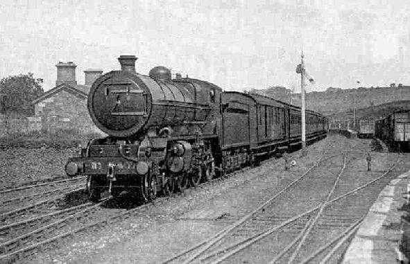 Down Dublin-Cork Mail hauled by four-cylinder 4 6-0 locomotive No. 407