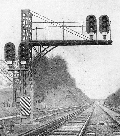 Electric signals near Copyhold Junction, Southern Railway