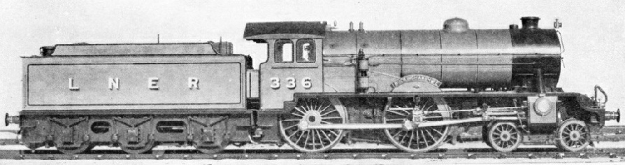 """Buckinghamshire"", one of the ""Shire"" class of 4-4-0 express locomotives introduced in 1927"