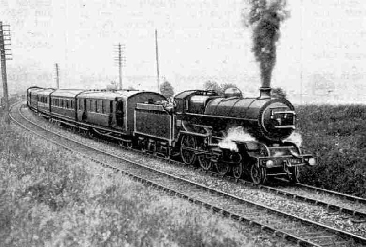 Up English Mail with four-cylinder 4 6-0 locomotive No. 403