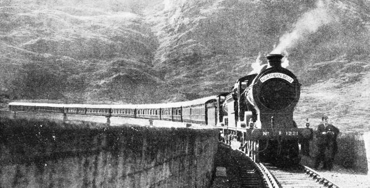 The cruising train stops on the Glenfinnan Viaduct