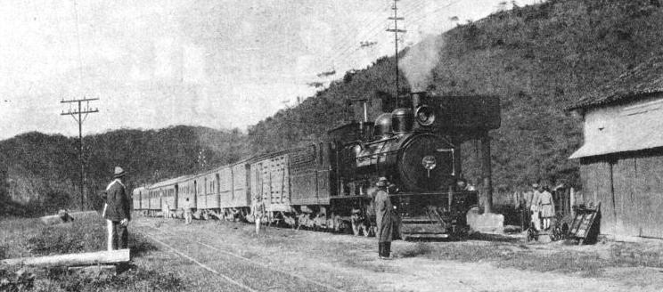A passenger train from Campos on the Leopoldina Railway